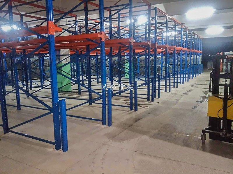 重型货架之贯通式货架适合哪些仓库呢?